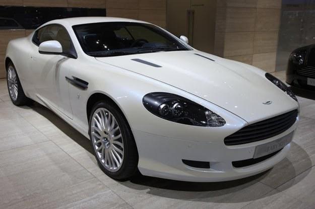 W Warszawie z wielką otwarto pompą  pierwszy salon Aston Martina /