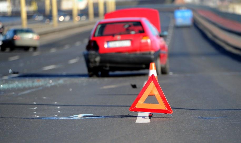 W Warszawie zderzyły się 3 motocykle i 2 samochody (zdjęcie ilustracyjne) /Marcin Bielecki /PAP