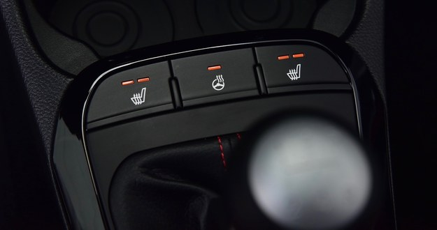 W wersji GT Line seryjnym wyposażeniem jest podgrzewanie foteli przednich i kierownicy. /Motor