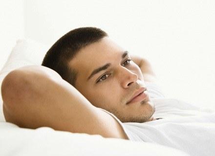 W wieku 30 lat z rodzicami mieszkało nadal 14 proc. mężczyzn /ThetaXstock