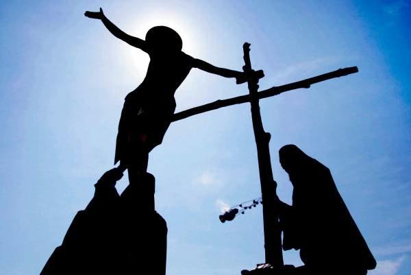W Wielkanoc świat upamiętnia dwa wydarzenia: śmierć i zmartwychwstanie Chrystusa /AFP