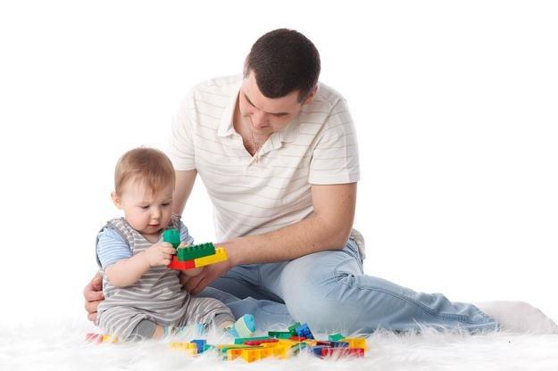 W Wielkiej Brytanii toczy się debata na temat elastycznego czasu pracy dla rodziców /123RF/PICSEL
