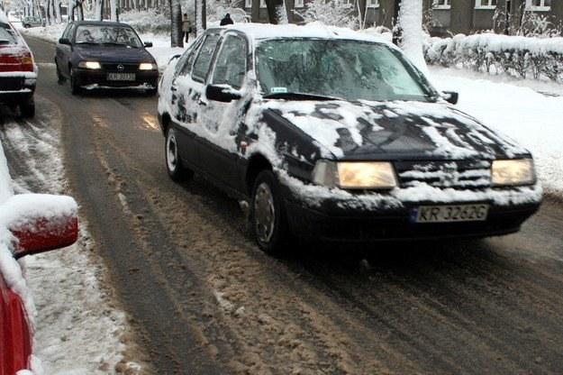 W wielu miejscach na drogach panują trudne warunki /INTERIA.PL