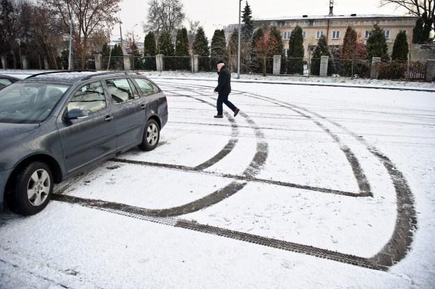 W wielu miejscach spadł pierwszy śnieg /PAP