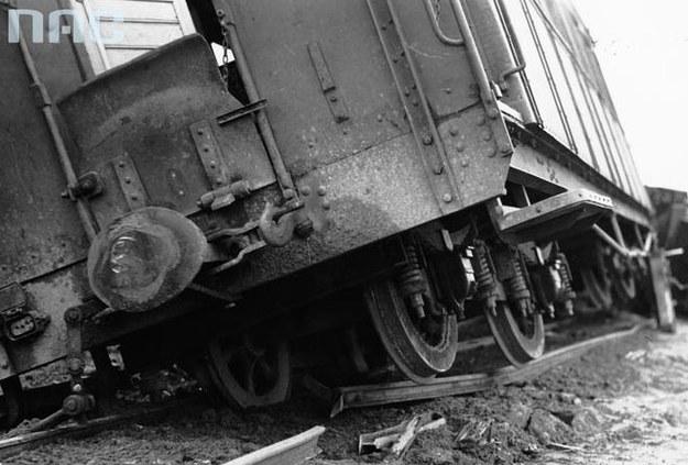 W wyniku bandyckiego ataku Armii Ludowej zginęło wielu podróżnych (zdjęcie ilustracyjne) /Z archiwum Narodowego Archiwum Cyfrowego