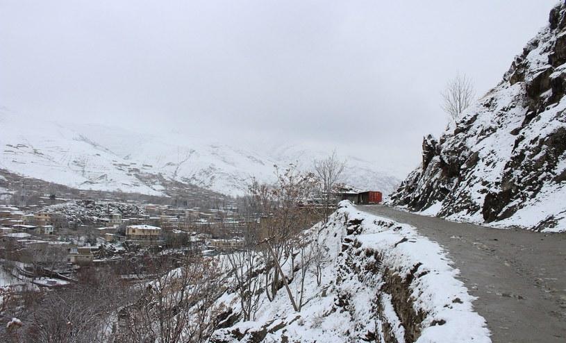 W wyniku intensywnych opadów śniegu, niskich temperatur i lawin w Afganistanie zginęło w ciągu ostatnich dni ponad 100 osób /PAP/EPA