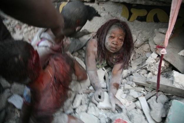 W wyniku trzęsienia ziemi mogły zginąć tysiące ludzi /AFP