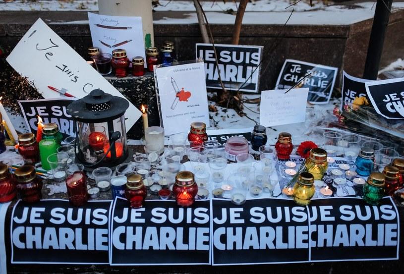 W wyniku zamachu w Paryżu zginęło 12 osób /PAP/EPA