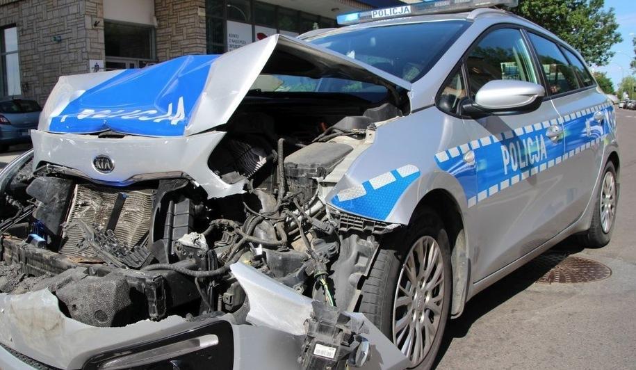 W wyniku zderzenia w autem poszukiwanego mężczyzny rannych zostało dwóch policjantów /foto. eSanok.pl /