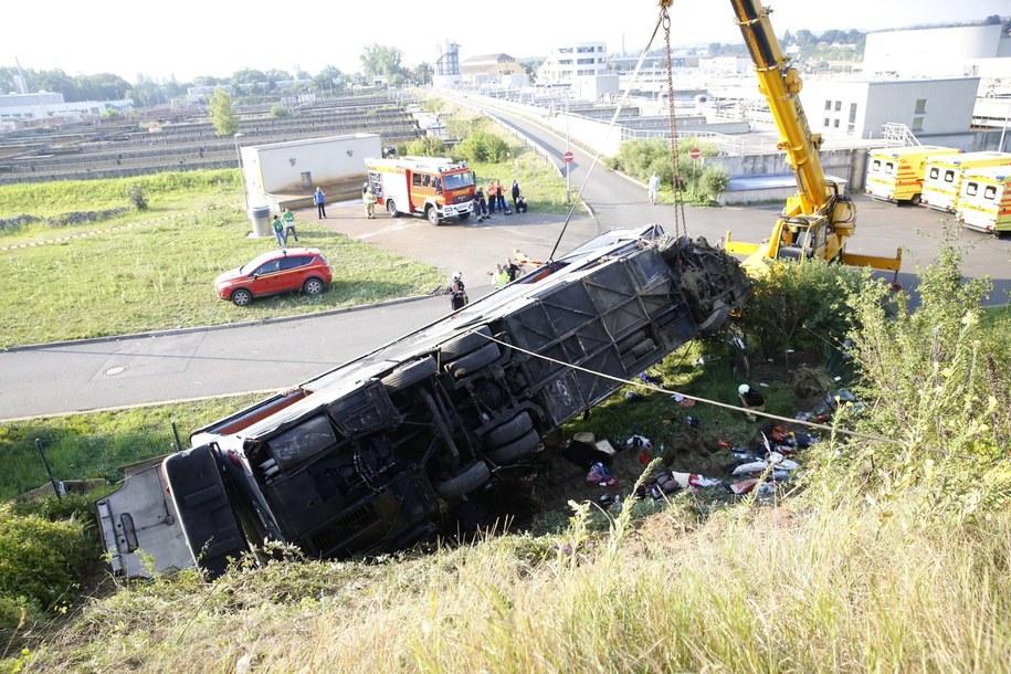 W wypadku w Niemczech zginęło 10 osób, a 69 zostało rannych /RICO LOEB  /PAP