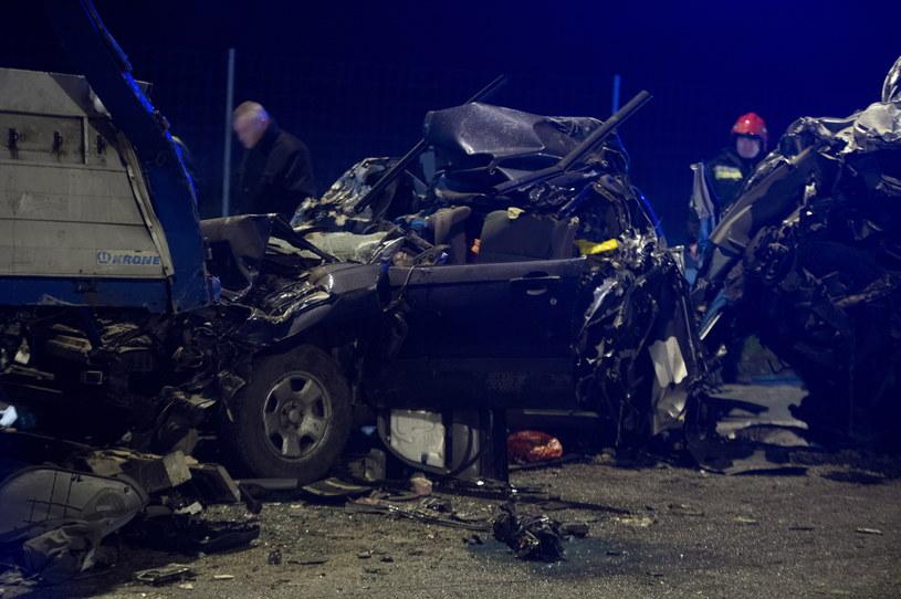 W wypadku zginęły trzy osoby /Grzegorz Michałowski /PAP