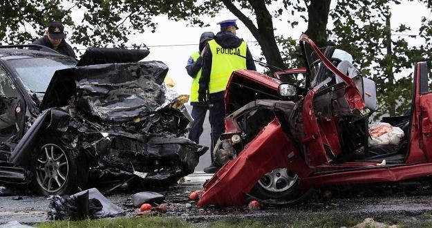 W wypadku zginęły wszystkie cztery osoby jadące peugeotem /PAP