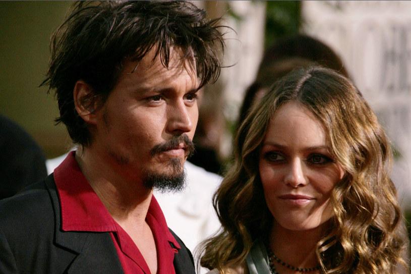 """W wywiadzie dla """"The Rolling Stone"""" Depp zapewnia, że z matka jego dzieci łączy go """"przyjacielska miłość"""". Vanessa Paradis nie odniosła się do jego słów. /Getty Images/Flash Press Media"""