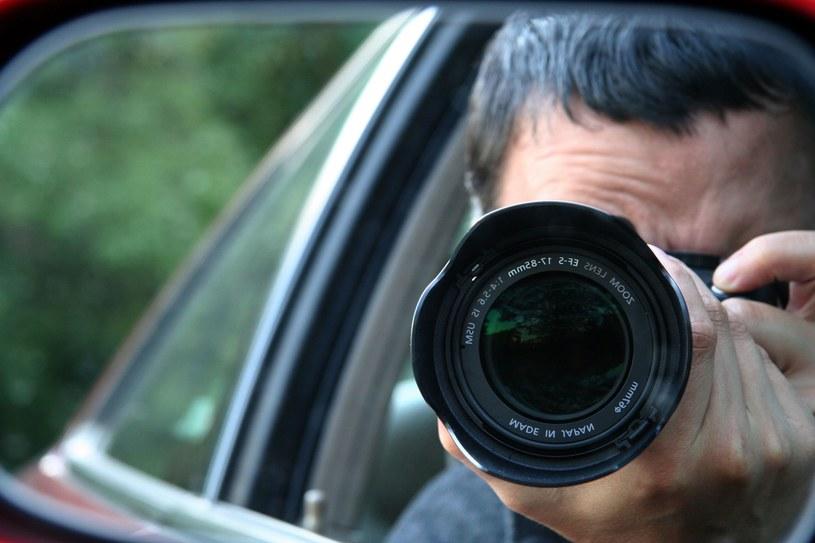 W zawodzie paparazzi najwięcej czasu zajmuje czekanie /123RF/PICSEL