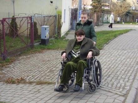 W zeszłym roku Ela jeszcze samodzielnie potrafiła wsiąść na wózek / fot. Magda Wieteska /wroclaw24.net