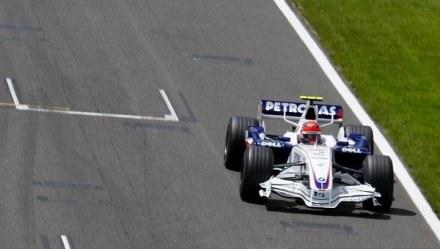 W zeszłym roku Robert Kubica jeździł po suchym torze Silverstone. Teraz czeka go deszczowe GP. /AFP