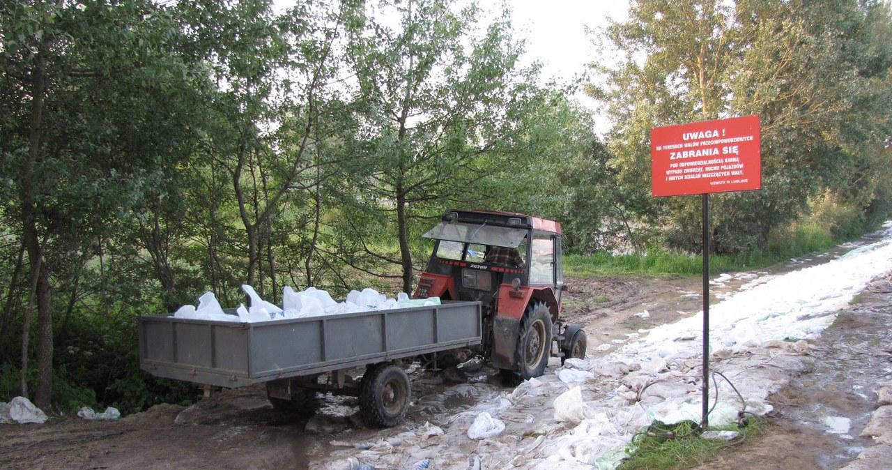 Wał w powiecie Opole Lubelskie powstrzymał nocną falę