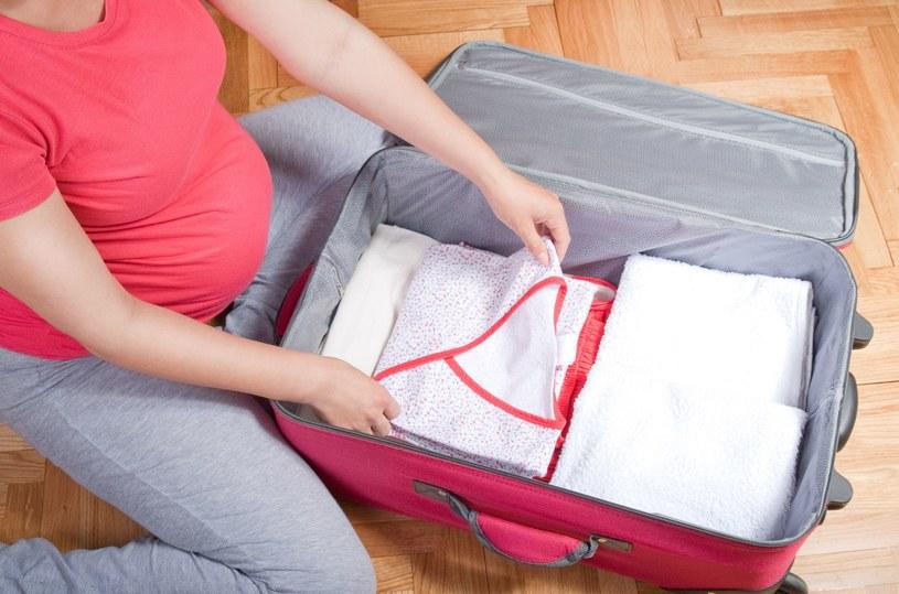 Walizka może okazać się wygodniejsza od torby /©123RF/PICSEL