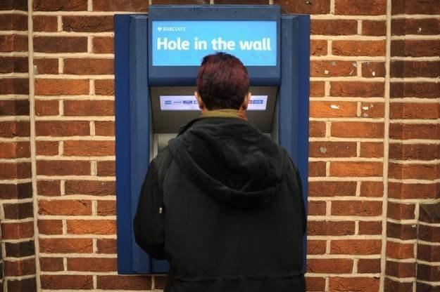 Walka banków z przestępcami atakującymi bankomaty dopiero się zaczęła /AFP