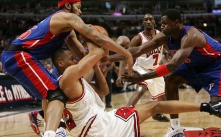 Walka była na całego, ale zwycięzca mógł być tylko jeden. Bulls-Pistons 74:81 /AFP