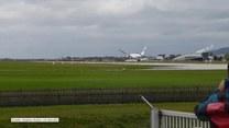 Walka polskiego samolotu z wiatrem na lotnisku w Salzburgu