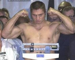 Walka z Johnem Ruizem zadecyduje o sportowej przyszłości Andrzeja Gołoty /AFP