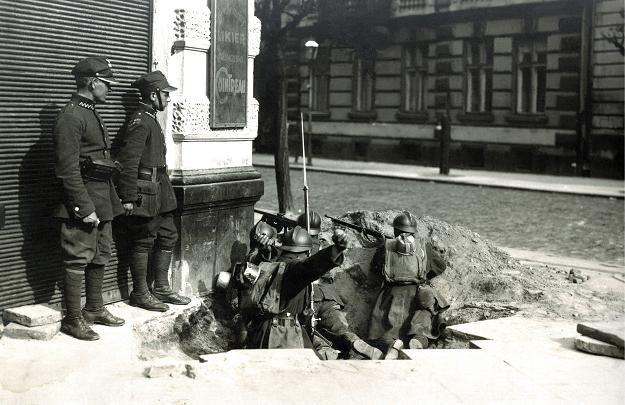 Walki na ulicach Warszawy w maju 1926 r., fot. z archiw. Wojciech Krynski /Agencja FORUM