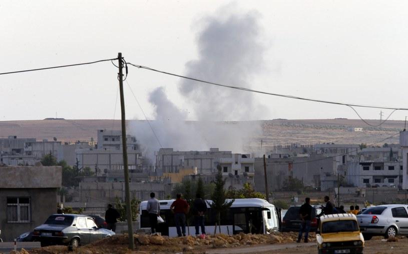 Walki trwają nieopodal miasta Kobani /PAP/EPA