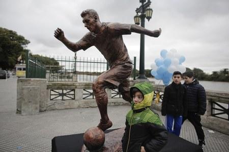 Wandale zniszczyli pomnik Lionela Messiego