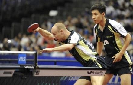 Wang Zeng Yi pokonał Lucjana Błaszczyka. Obaj w kadrze tworzą parę deblową /AFP