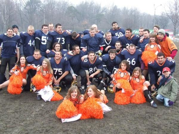 Warsaw Eagles w otoczeniu uroczych Hasao Cheerleaders /Hasao Cheerleaders