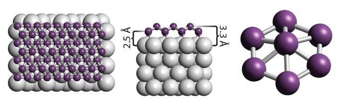 Warstwa atomów boru (fioletowych) na srebrnym podłożu /materiały prasowe