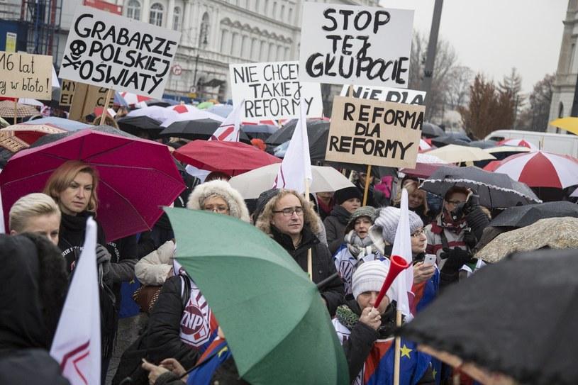 Warszawa; listopad 2016 roku; Protest nauczycieli /Maciej Łuczniewski /Reporter