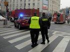 Warszawa: Mężczyzna ranił nożem policjantów