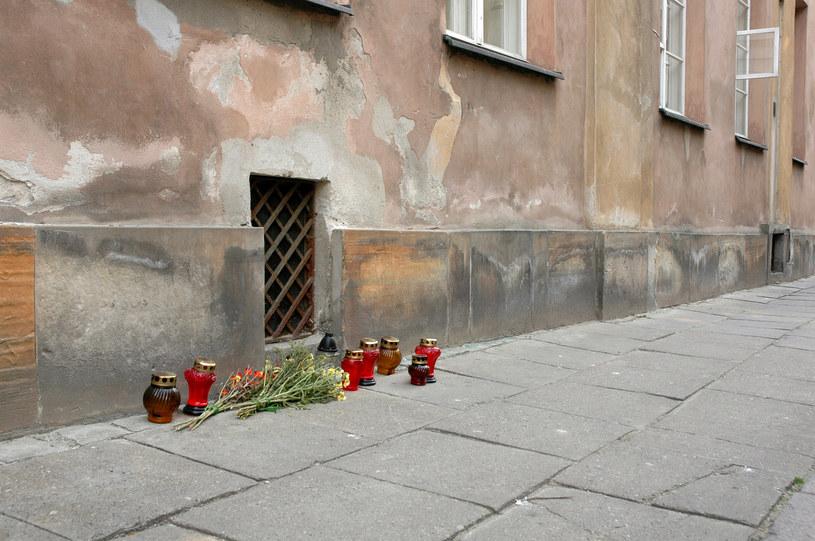 Warszawa, ulica Jezuicka. Tu mieścił się komisariat MO w którym pobito Grzegorza Przemyka. /Krzysztof Wojciechowski /Agencja FORUM