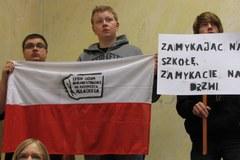 Warszawcy uczniowie walczą o przetrwanie swoich szkół
