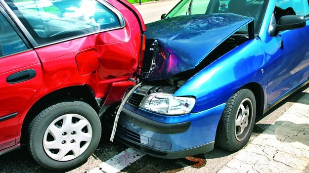 Warto spisać dane sprawcy, jego auta i informacje dotyczące zdarzenia. /Motor
