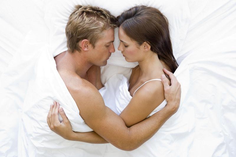 Warto wiedzieć, kiedy seks pomaga, a kiedy szkodzi /© Panthermedia