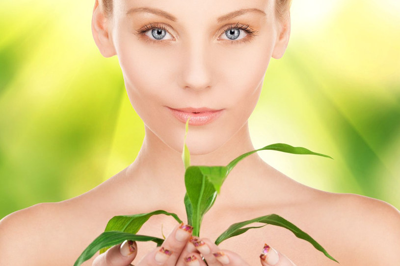 Warto zadbać o odpowiednią dietę - naturalne składniki owoców i warzyw zrekompensują utracone witaminy w organizmie /123RF/PICSEL