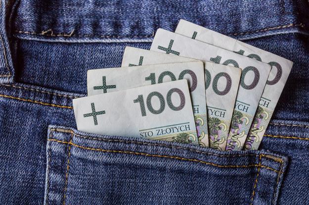 Wartość świadczeń dodatkowych waha się od 100 do 500 zł na osobę /123RF/PICSEL