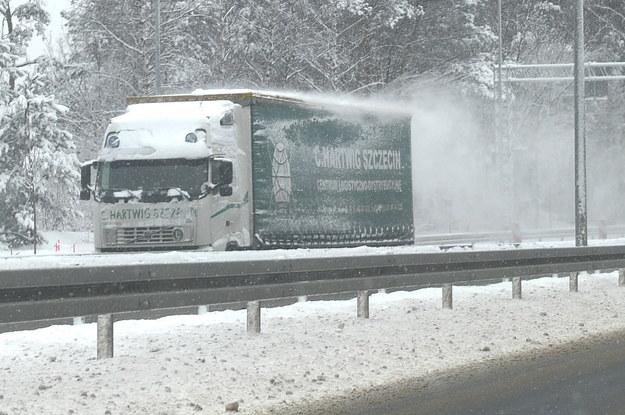 Warunki na drogach w okolicach Szczecina /Marcin Bielecki /PAP