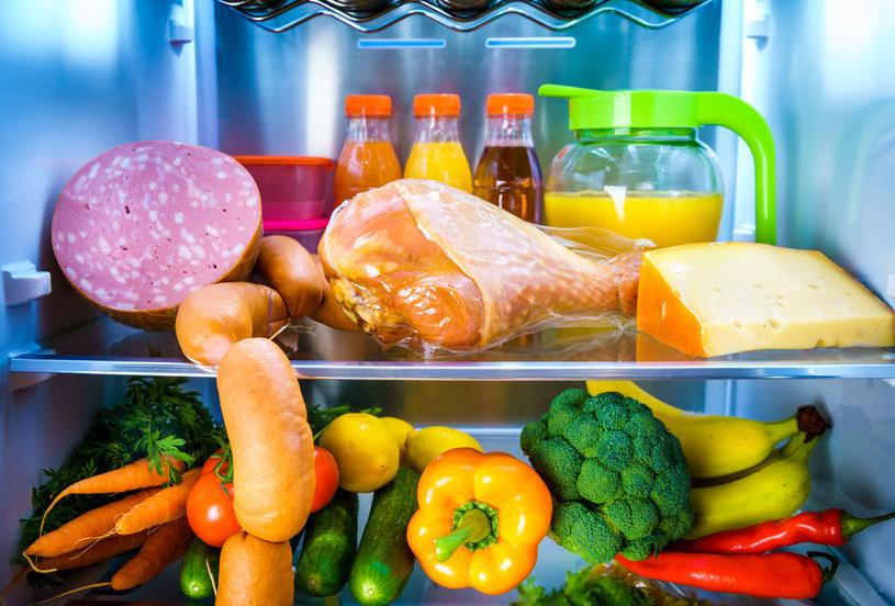 Warzywa najlepiej przechowywać na dolnej półce w lodówce /123RF/PICSEL