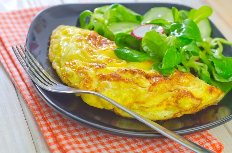 Warzywny omlet z jogurtem /©123RF/PICSEL