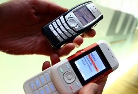 Wątpliwości Urzędu budzi zobowiązanie P4 do zakupu usług roamingu krajowego wyłącznie od Polkomtela /AFP