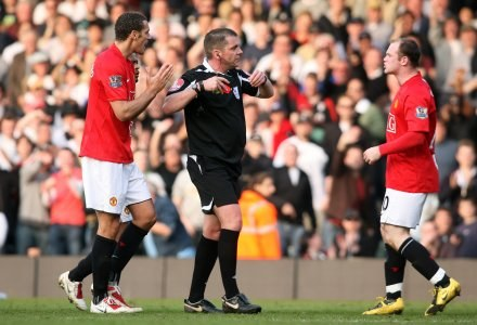 Wayne Rooney w meczu z Fulham zobaczył czerwoną kartkę /AFP