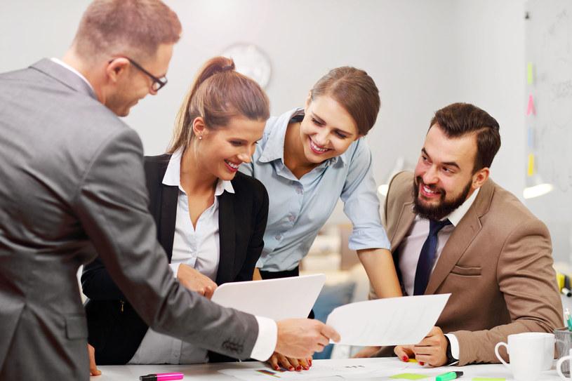 Ważne, by mieć dobre układy z narcyzem w pracy /©123RF/PICSEL
