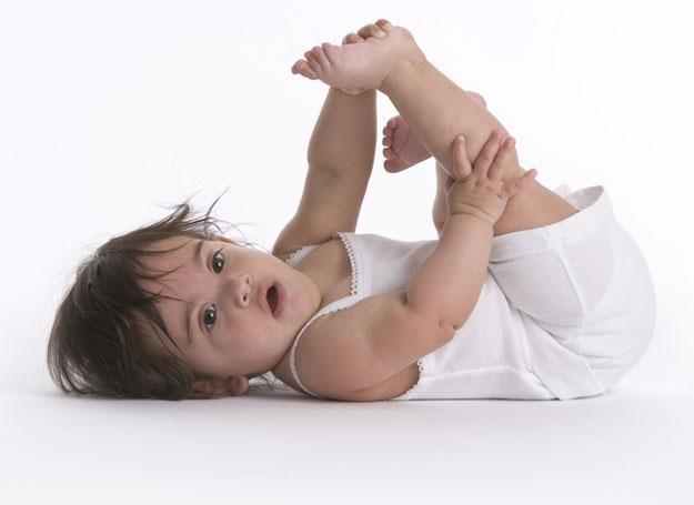Ważne jest, by od narodzin odpowiednio układać maluszka do snu i prawidłowo go nosić /© Panthermedia