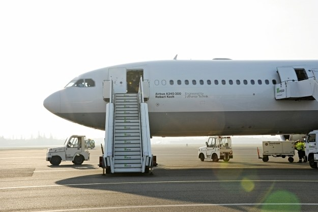 Wbrew doniesieniom niektórym mediów, włamanie się do samolotu pasażerskiego przy pomocy Wi-Fi nie jest możliwe /AFP