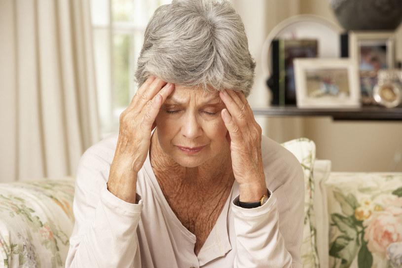 Wbrew popularnym przekonaniom, mocny ból głowy nie jest objawem udaru mózgu /123RF/PICSEL