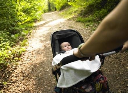 Wbrew pozorom łatwiej wyjść na spacer z niemowlakiem niż ze starszym dzieckiem /© Panthermedia